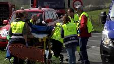 Dos muertos y 12 heridos al chocar un coche y un autobús en Navarra