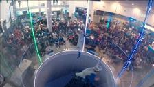 Espectaculares acrobacias en el campeonato mundial de paracaidismo de interior en Francia