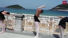 La playa de la Concha se convierte en estudio de danza para 1.500 bailarinas
