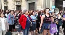 Tres mil personas cortan el centro de Granada en protesta por la sentencia de 'La Manada'